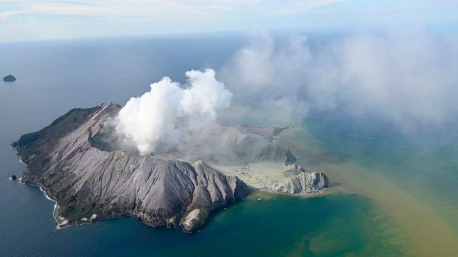 Volcano+Eruption+at+Island+in+New+Zealand+Causes+Disaster